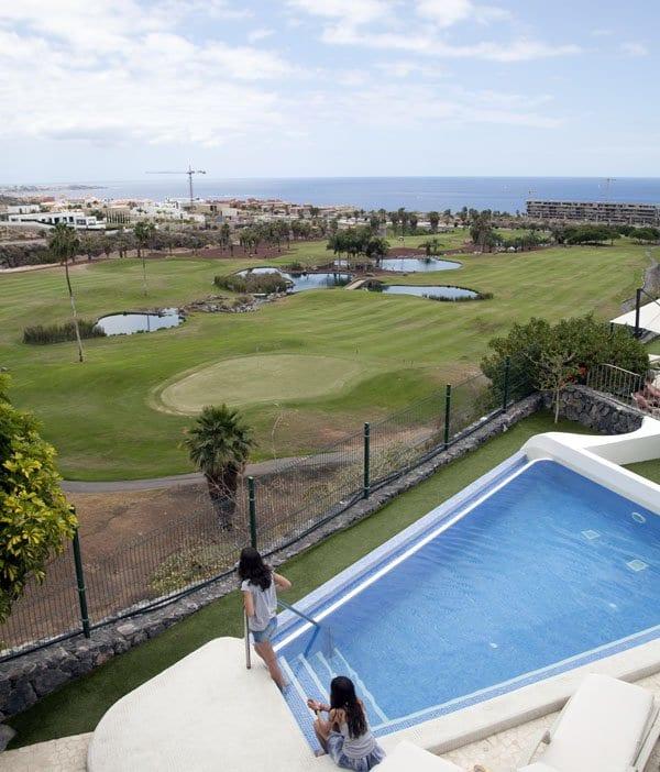 El Villa María tiene a su alrededor un campo de golf de nueve hoyos