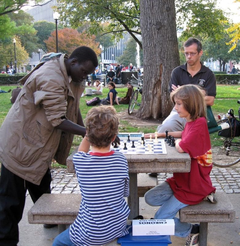En Dupont Circle es habitual ver a espontáneos jugadores de ajedrez de todas las edades y nacionalidades.