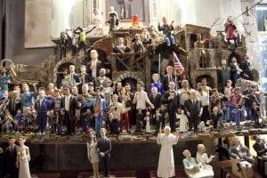 Famosos convertidos en figuras de Belén en un puesto de Nápoles