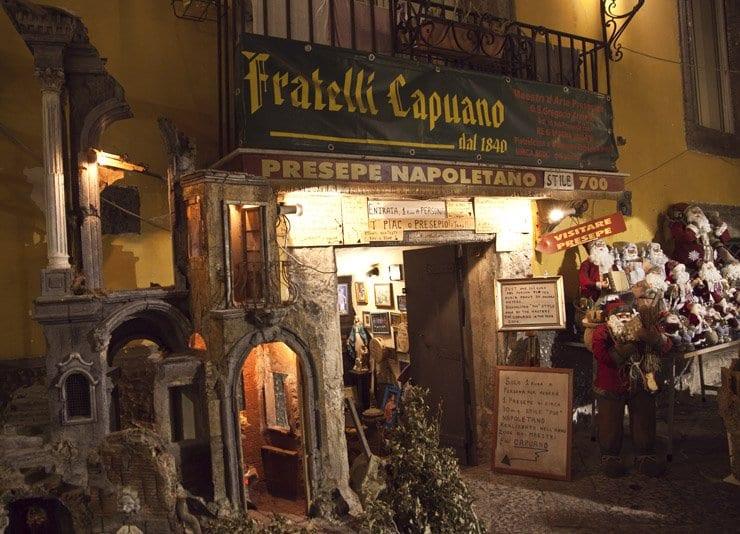 En Nápoles quedan muchos artesanos que hacen pesebres