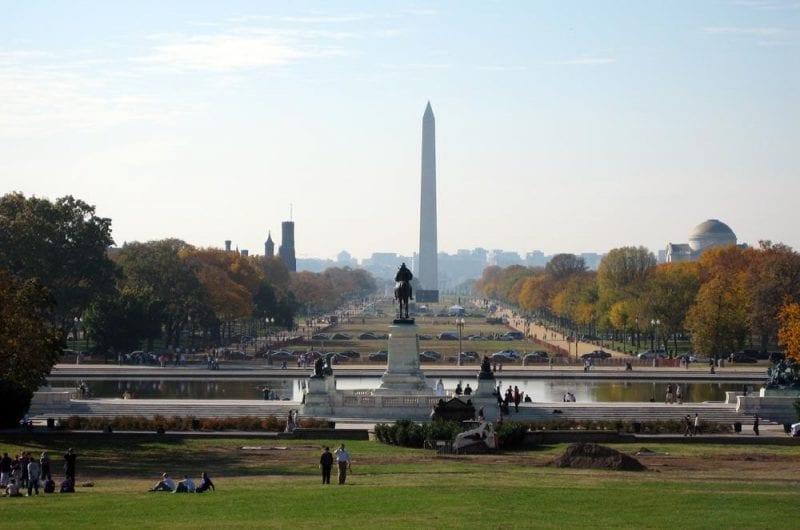 El Obelisco o monumento a George Washington es el símbolo de la ciudad. El obelisco se construyó en honor al presidente que unió a la nación y abolió la esclavitud.