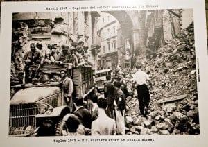 Imagen de Nápoles durante los bombardeos en la IIGM, expuesta en el interior del túnel borbónico