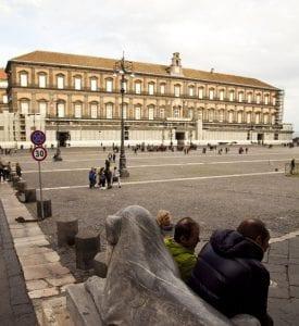 Vista del Palacio Real en la plaza del Plebiscito
