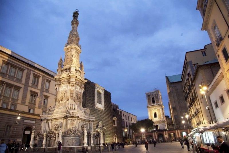 Plaza del Jesús Nuevo de Nápoles
