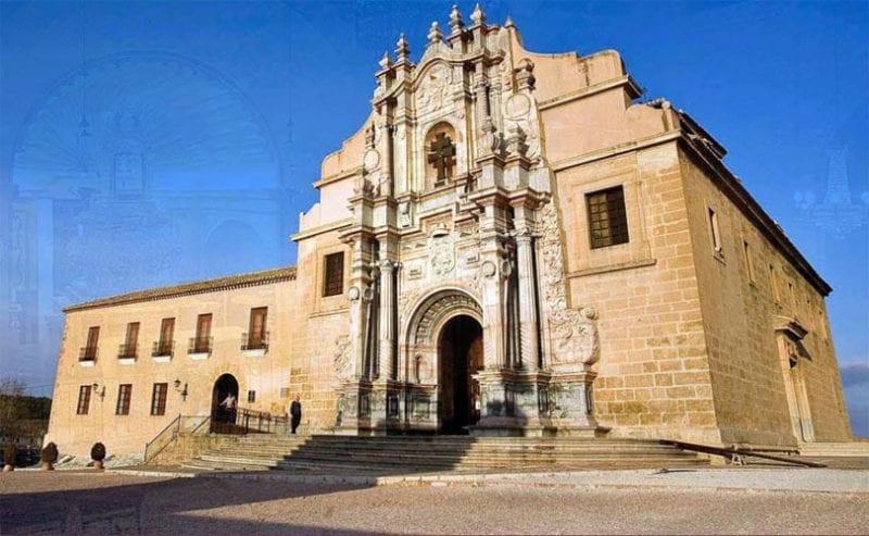 La Basílica Santuario de la Vera Cruz está en el noroeste de Murcia