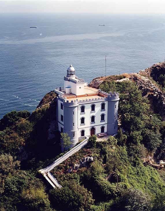 Desde el Faro de la Plata se domina la ría de San Sebastián