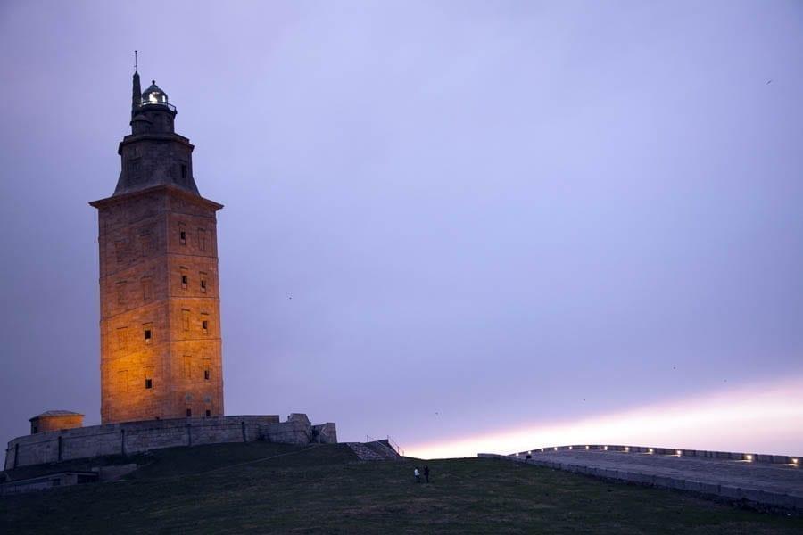 Imagen nocturna de la Torre de Hércules