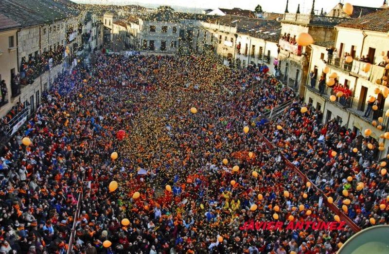 Plaza Mayor de Ciudad Rodrigo a tope para celebrar el carnaval
