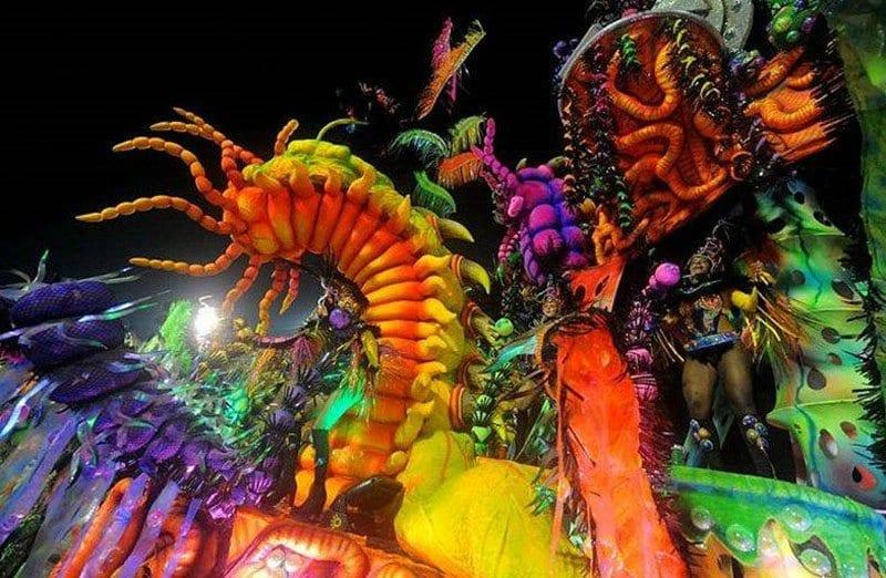 Los desfiles en Río de Janeiro están llenos de color