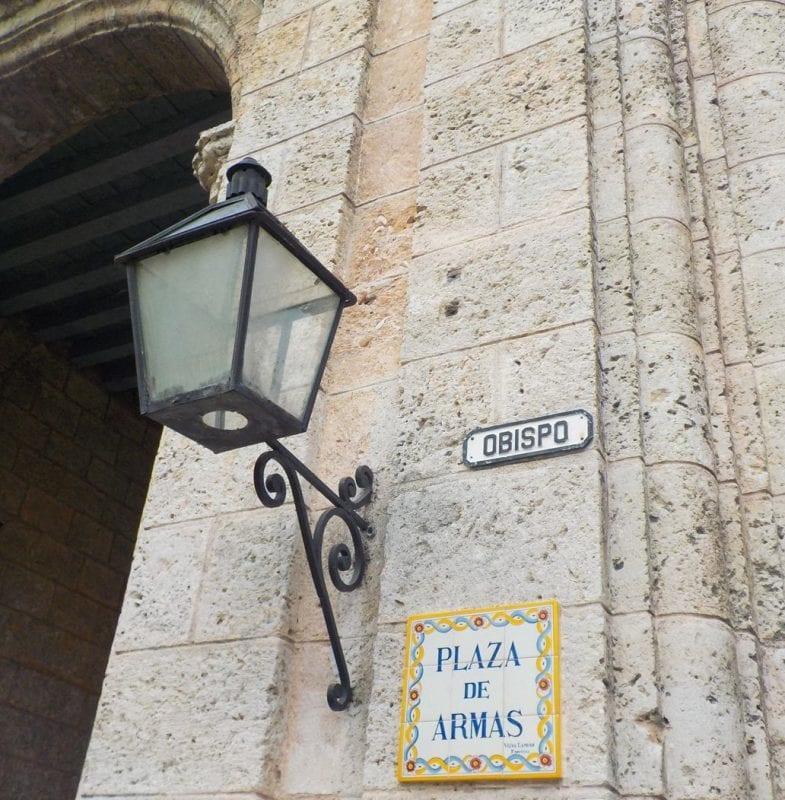 La calle Obispo nace en la Plaza de Armas