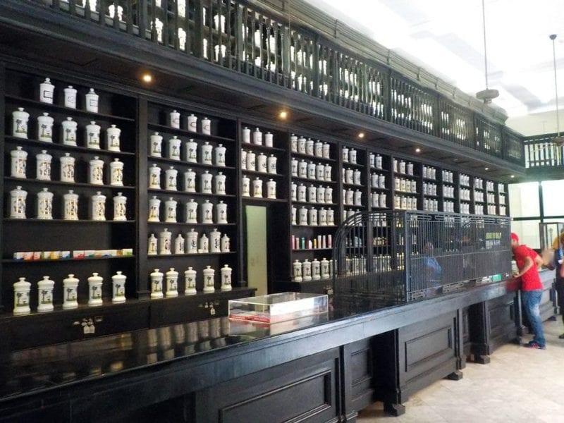 La vieja farmacia Taquechel es un museo vivo
