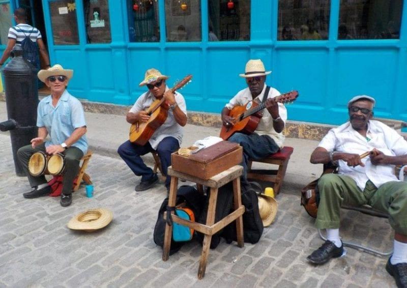 La Habana Vieja es uno de los barrios más animados de la ciudad