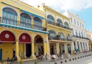 Fachadas restauradas en la Plaza Vieja de La habana