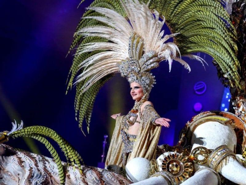 La reina adulta del carnaval de Santa Cruz de Tenerife luce un traje espectácular