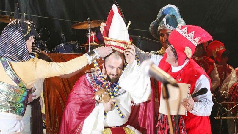 """Coronación del """"rey del goxu"""". Foto turismo de Avilés."""