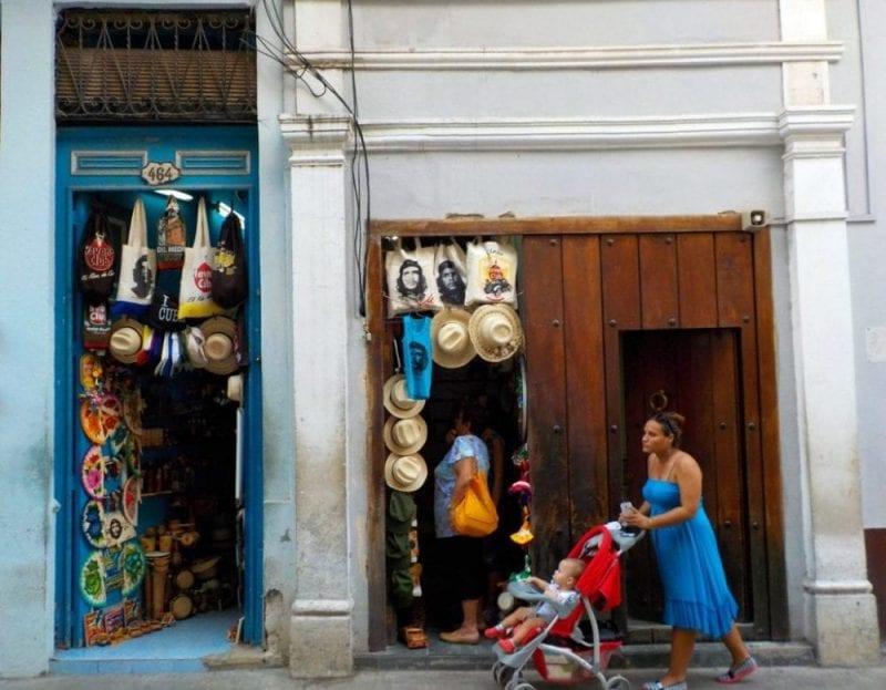 Tienda de recuerdos en la Habana Vieja