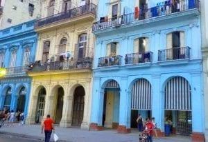Estampa típica y colorida de La Habana