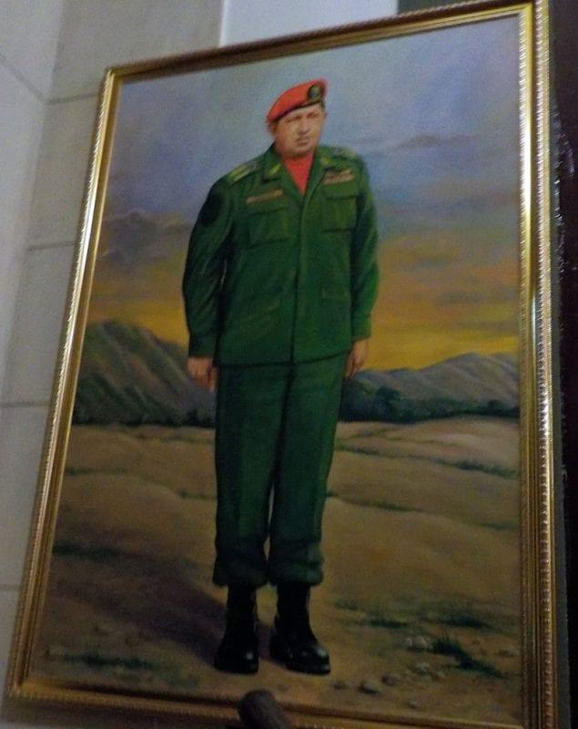 Retrato de Hugo Chávez en la Galería de la Historia del Hotel Nacional cuba