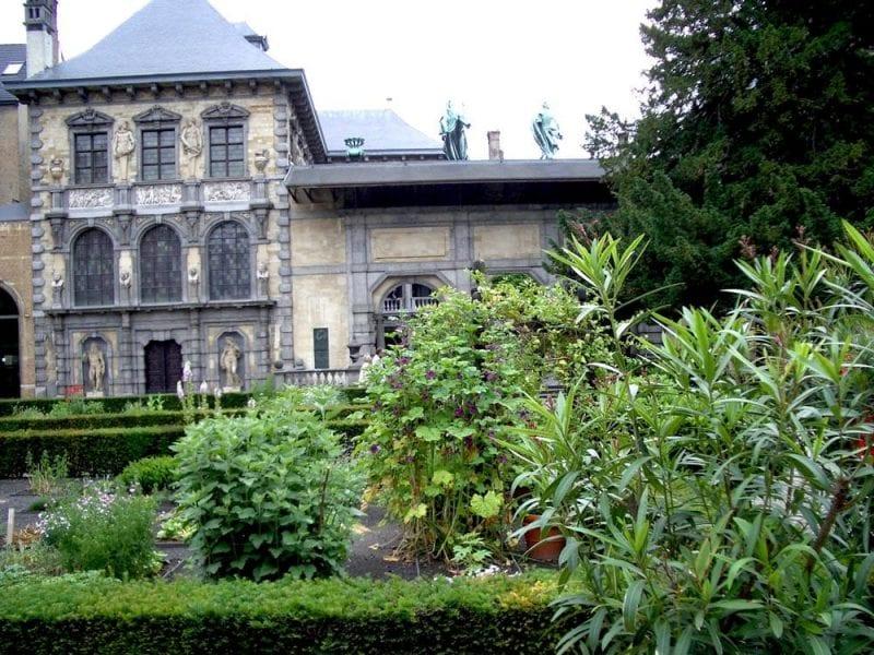 Jardín interior de la casa museo de Rubens