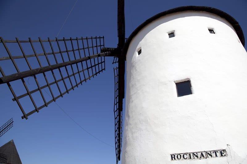 Molino de viento de nombre Rocinante en Alcazar de San Juan