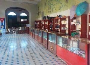 Las tiendas en Cuba tienen poco producto que ofrecer
