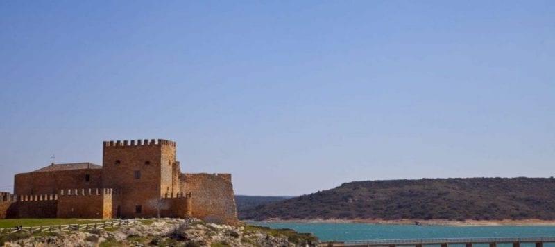 Castillo de Peñaroya, a orillas de las Lagunas de Ruidera