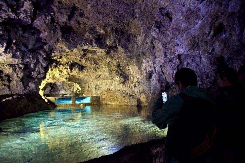 La visita a las cuevas de San Vicente es un viaje al centro de la tierra