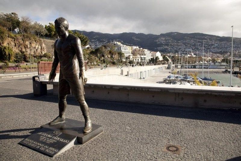 Escultura de Ronaldo en Funchal