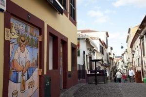 """Puerta de Funchal con la """"poncha"""" como protagonista"""