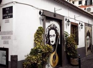 Puertas dedicadas a cantantes de fados en Madeira