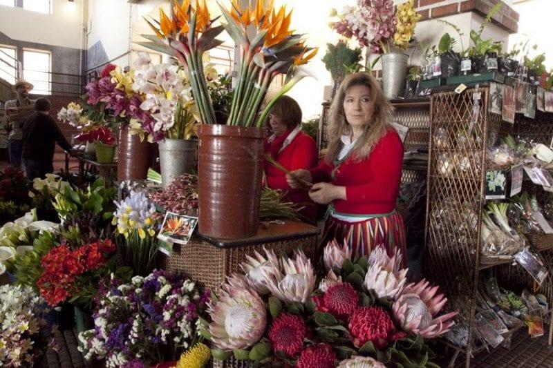 Puesto de flores en el mercado de Funchal