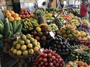 Puesto de frutas en el mercado de Funchal