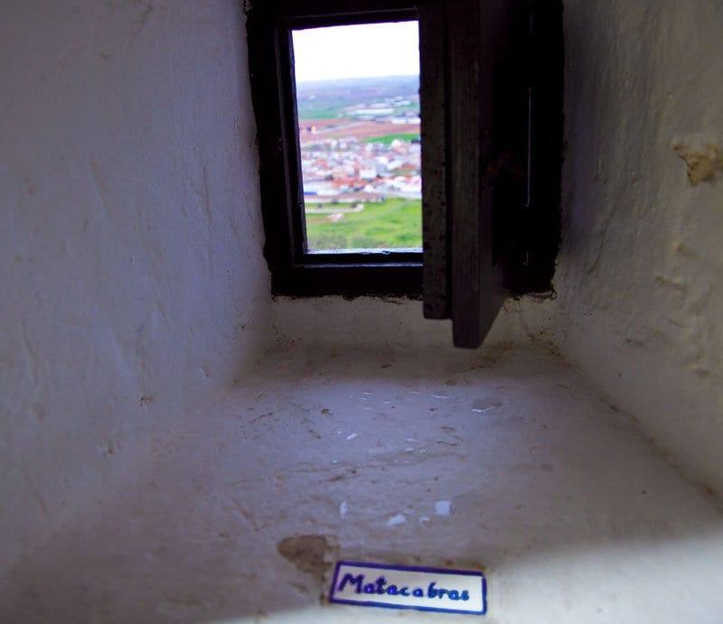 Las ventanas del molino llevan el nombre del viento que entra a través de ellas