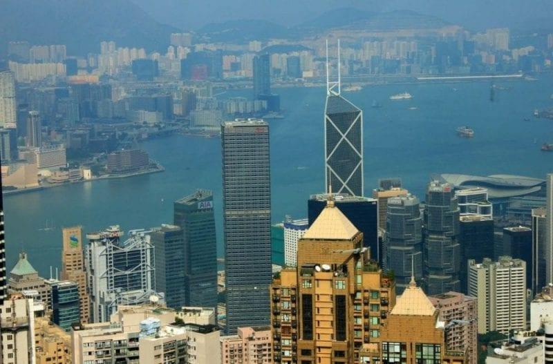 El banco de China es fácilmente reconocible por su fachada con triángulos