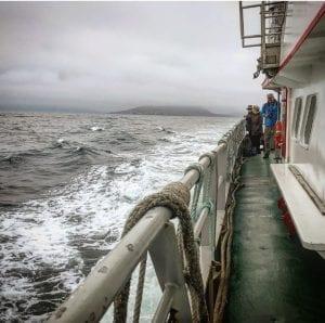 El viaje en ferry dura poco más de media hora