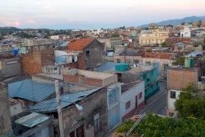 Panorámica de Santiago de Cuba desde una casa particular