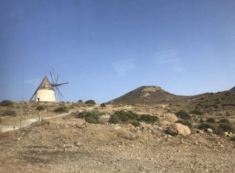 El paisaje del Cabo de Gata ea desértico