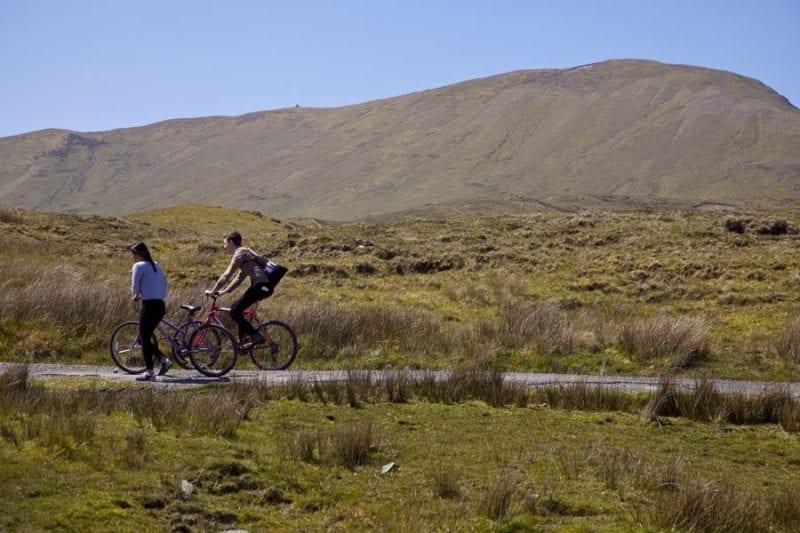 Ciclistas en la isla de Clare