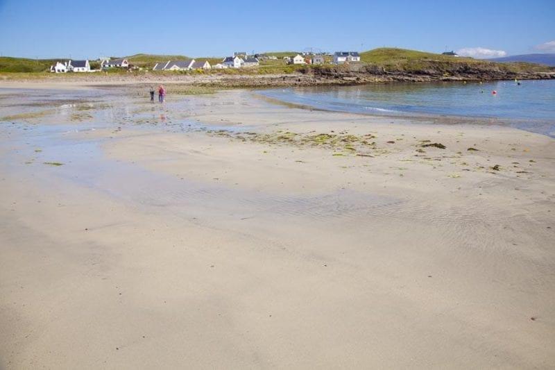 La playa de Clare es de arena blanca y fina