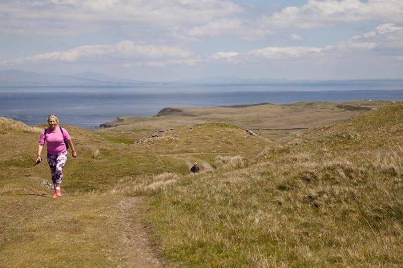 La isla tienen varias rutas de senderismo señalizadas
