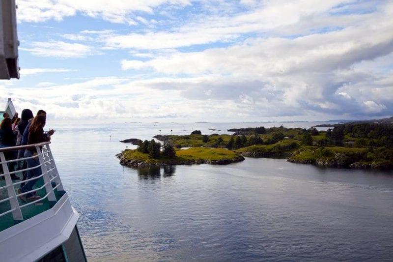 Navegar por Noruega es un placer para la vista
