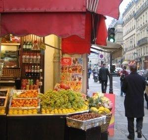 Puesto de frutas en París