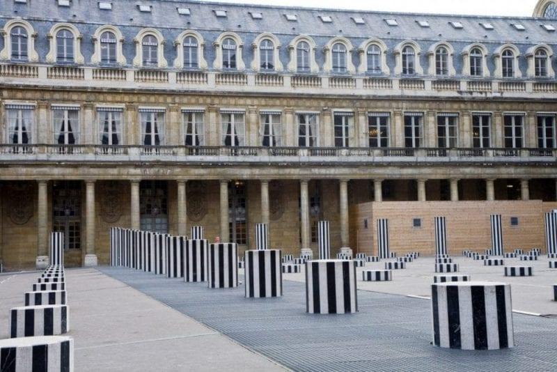 Patio del Palacio Real de París
