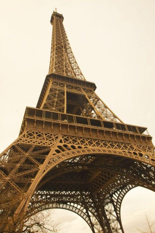 La torre Eiffel es el emblema de París y de Francia