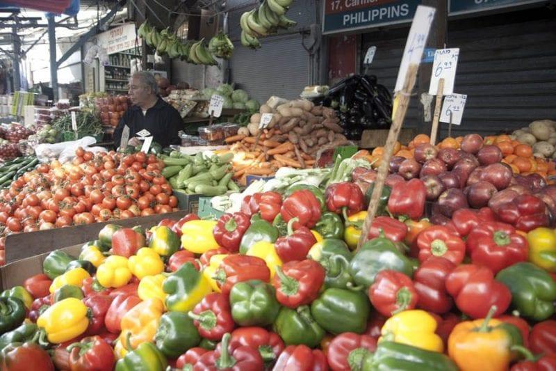 En el mercado del Carmelo se vende de todo