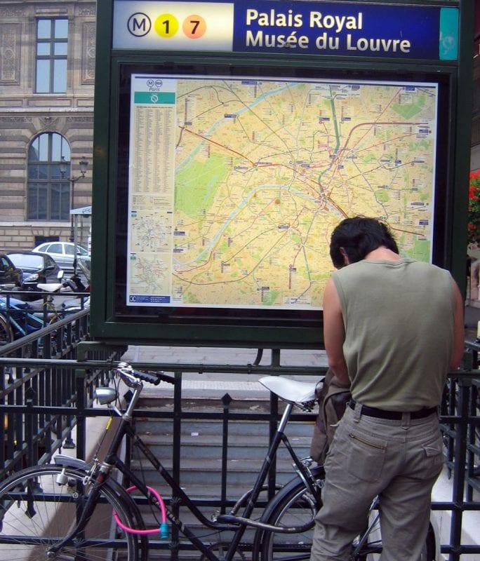 Plano del metro de París en una estación