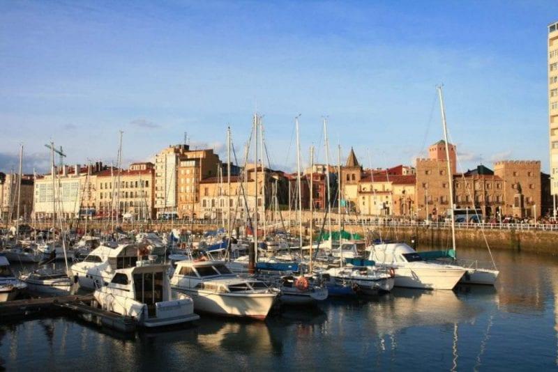Panorámica de Gijón desde el puerto deportivo