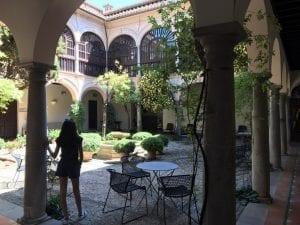 Patio de parador de Granada