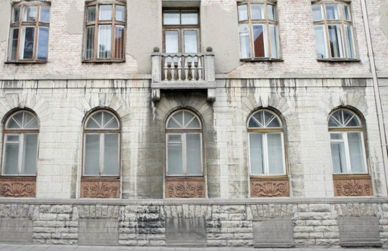 Sede de la KGB en Tallinn, con las ventanas de los sótanos tapiadas
