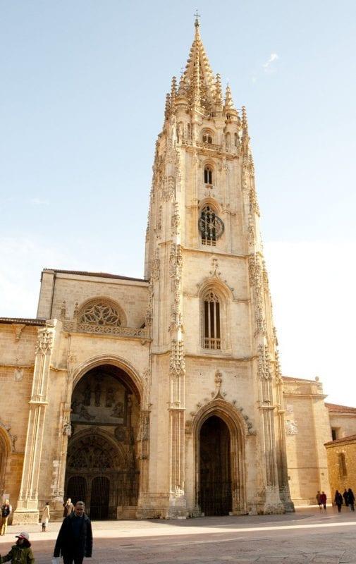 La torre de la catedral de Oviedo